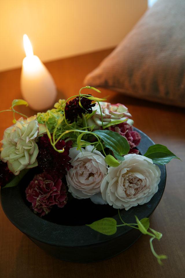 花王ロリエ様  キャンドルとバラのアレンジメント