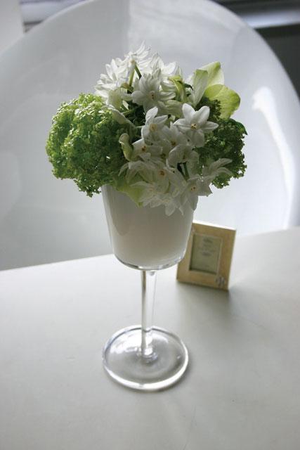 BEST FLOWER ARRANGEMENT掲載 ホワイトグラスアレンジメント