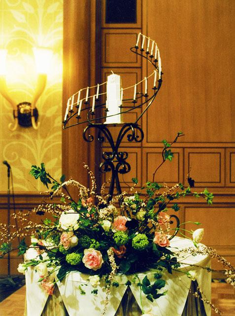 和装のウエディングのための会場装花