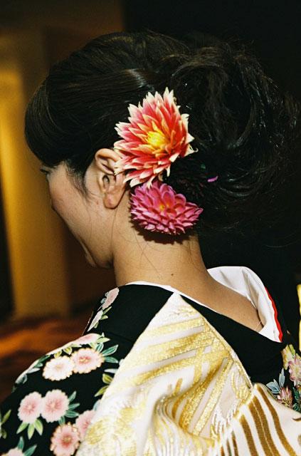 和装の花嫁のための髪飾り