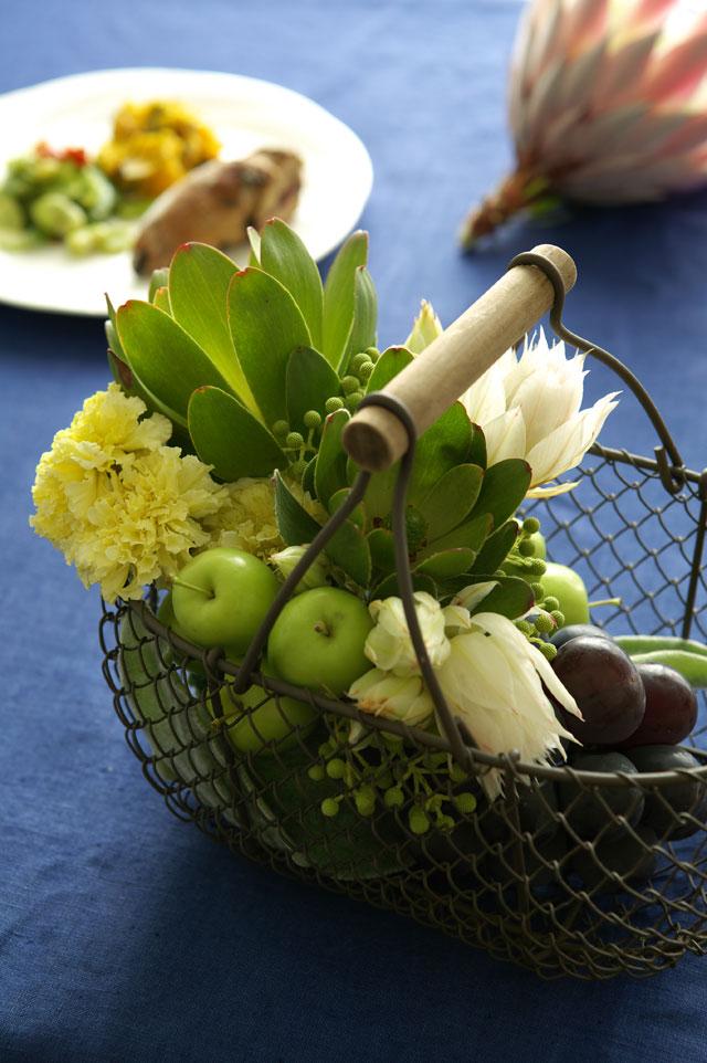 花王ロリエ様 食卓のフルーツと花のレンジメント